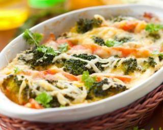 Gratin léger de brocoli, chou-fleur et saumon : http://www.fourchette-et-bikini.fr/recettes/recettes-minceur/gratin-leger-de-brocoli-chou-fleur-et-saumon.html