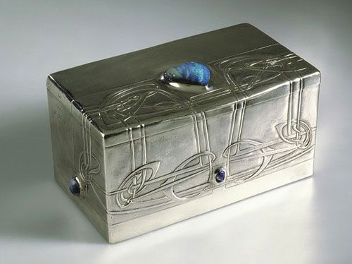 Liberty Cymric silver box / Archibald Knox.     I love Boxes!  This is soo pretty!