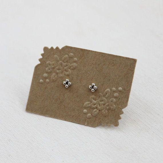 Orecchini in argento Sterling Stud perline Mini. Orecchini delicati Post. In secondo luogo del foro Piercing dell