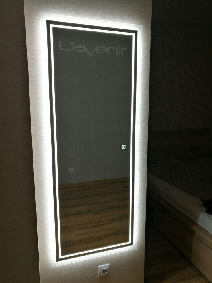Кто сказал, что наши зеркала только для ванных комнат? Или только для гостиной? Или для прихожей? Не знаю, кто сказал, но это в корне не верно! Наши зеркала создаются из влагостойкого полотна, это означает, что они могут эксплуатироваться в самых суровых условиях, с резкими перепадами температур и высокой влажностью. Вы в праве установить зеркало с подсветкой L'avenir там, где душе угодно. Как мы видим по фото, данное зеркало располагается в спальной комнате, что на мой взгляд просто…