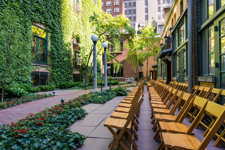 The illustrious courtyard ceremony at the Ivy Room in Chicago!  Photo: Kent Drake Photography Planner: Cheers! Chicagocer