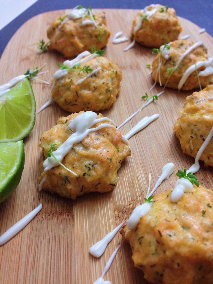 Einfach und gesund: Lachsfrikadellen aus dem Ofen. Ein leckeres Low Carb Rezept.