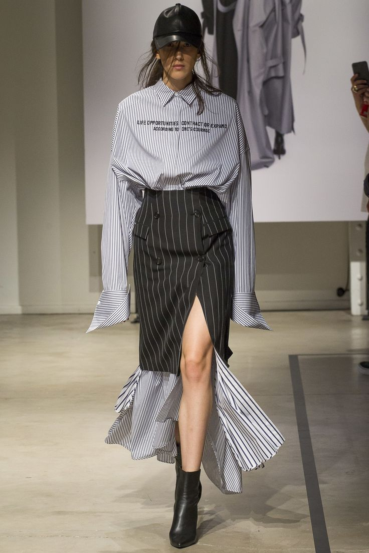 See the complete Juun.J Spring 2018 Menswear collection.