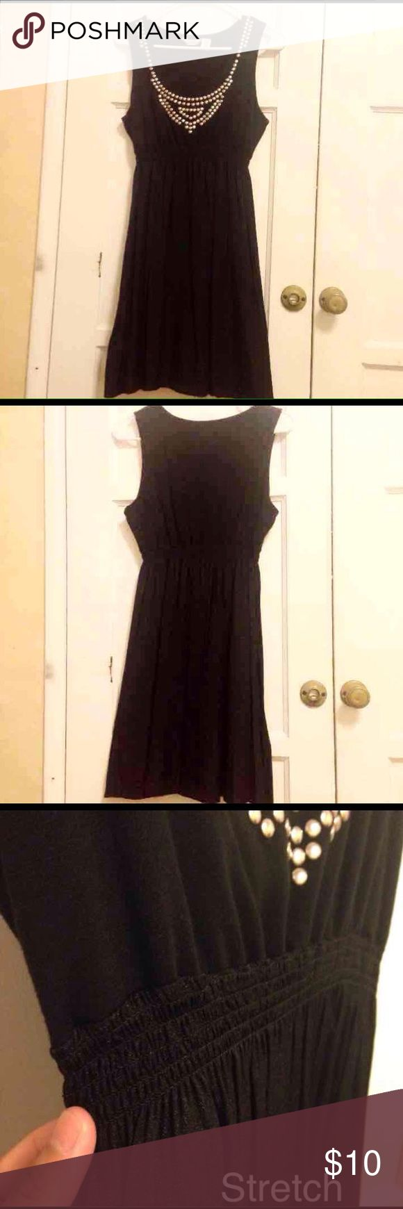 Black Dress for juniors My big sister brought it for me. Used it since I was young. I haven't used it for a long time. Excellent condition!  ⏺Size: Large  ⏺Fit size: Medium Dresses