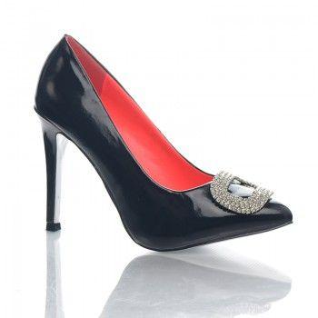 Pantofi Carrie Acesti pantofi casual sunt deosebiti si feminini, putand fi asortati cu usurinta la diverse stiluri vestimentare. Detaliul decorativ amplasat la varf, ofera un plus de stralucire si culoare outfiturilor tale. Acesti pantofi iti pun in valoare silueta cu ajutorul unui toc stabil de 11cm.
