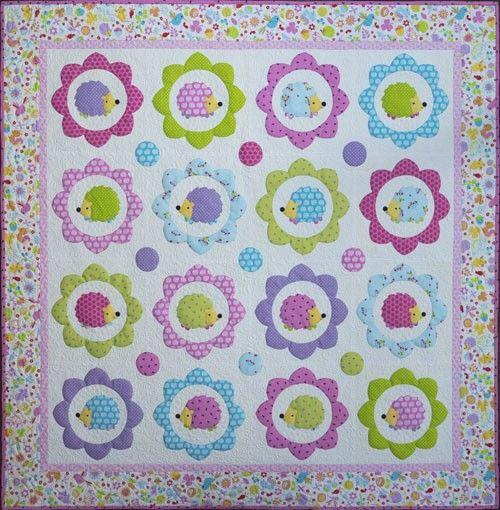 In haar stoffencollectie zag je een egel patroon, dit was de inspiratie voor een leuk egel quilt - kom op, wie houdt er niet van egels!?! Melly. Speel bij het maken van het quilt met meer of minder blokken en vervolgens eventueel ook de kleursetting en je maakt heel makkelijk een groter of kleiner quilt. 3x3 blokken voor een baby quilt, 4 x 6 blokken voor een grote quilt deken en je kan natuurlijk nog groter gaan! Of wat te denken van een bijpassend kussen uit 1 enkel blok? Maat: 155cm x…