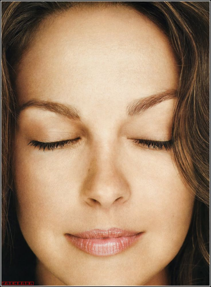 Ashley Judd- makeup always in brown/neutrals and never overdone.