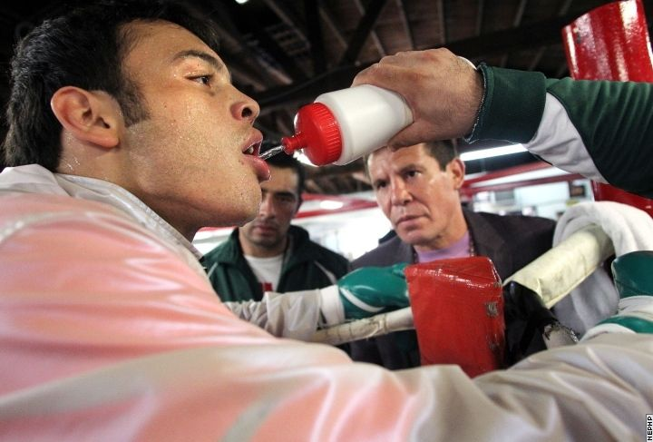 Julio Cesar Chavez SR looks upon his son as he trains at the Azteca Boxing Club   #ChavezVera