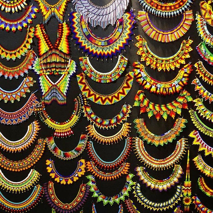 Feria Artesanal is super cool.  So many things I liked, so little money I had. Imagine how many series you can see sewing this beaded jewelry #bogota #Colombia #artesanales #handmade #vsco  (at Corferias)