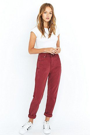 BDG – Mom Jeans in Ochsenblutrot