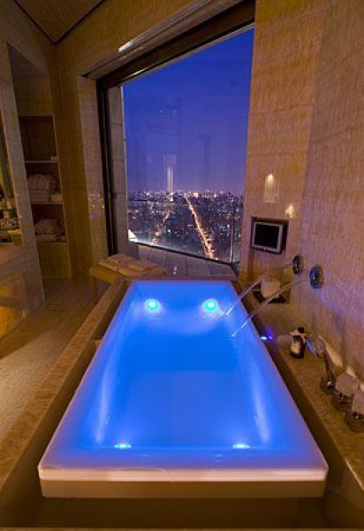 Just imagine it: relaxing in this tub, with this view... the dream!