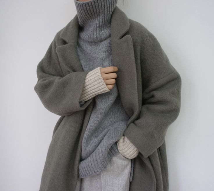 I would look like an ewok in this but it's a beautiful look. Find more minimalist inspiration at the tumblr Death by Elocution
