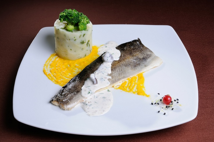 FEL INTERMEDIAR - File de pastrav la cuptor * Sos de ciuperci * Piure de cartofi cu verdeata si broccoli sote
