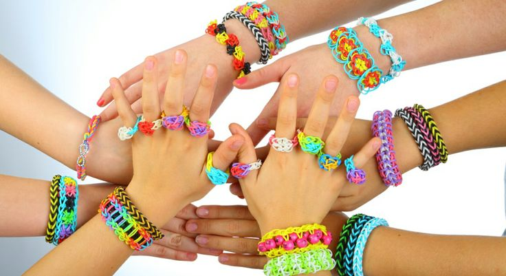 La folie des bracelets élastiques Rainbow Loom
