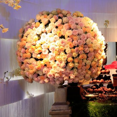 Full pastel roses round decoration
