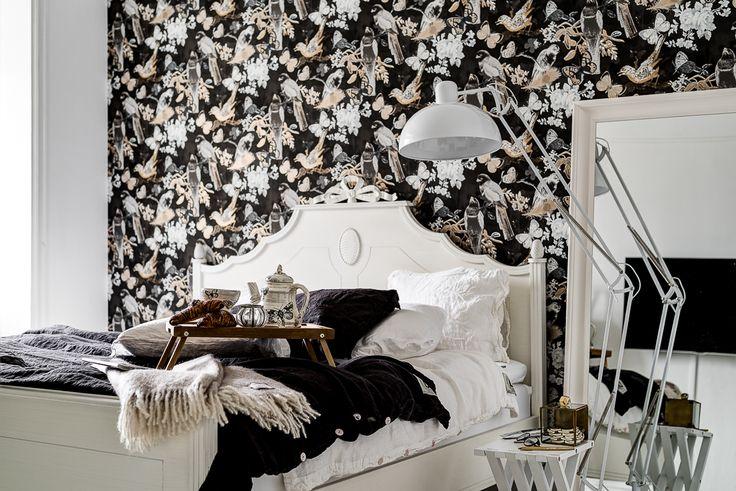 Vacker tapet från Willam Morris pryder rummets vägg