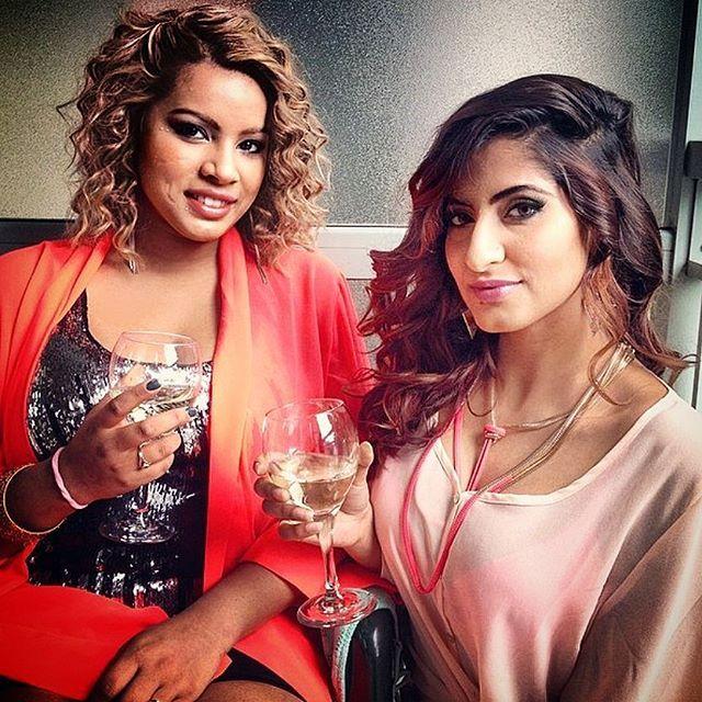 Curly hair for daysss... keep it classy this weekend ladies with a glass of champagne/ wine. #weekendunwind#bronzerellaz#wine#champagne#glow#makeup#makeupblogger#makeupjunkie#mac#sephora#love#beauty#bestfriends#makeupoholics#curlyhair#hair#throwback#flashblack#tbt#tutorial#followus#instapic#glassofwine#Bronzebeauties