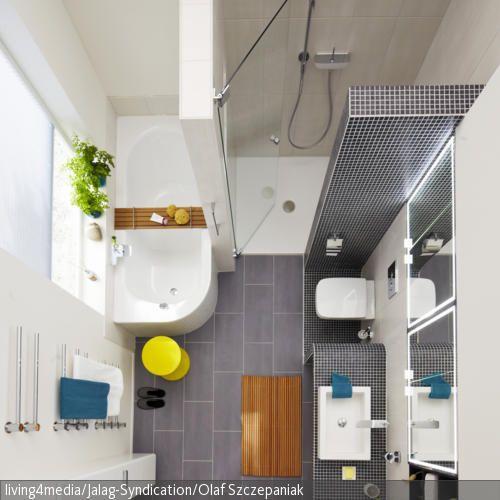 Auch ein kleines Badezimmer lässt sich edel einrichten! Neben einer modernen Badewanne findet auch eine geräumige Dusche in dem kleinen Raum Platz. Die Wand …