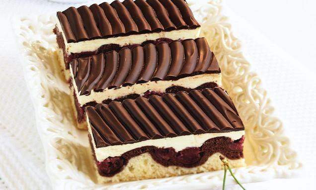 Donauwellen                              -                                  Ein fruchtiger Kuchen vom Blech mit Kirschen, Buttercreme und Schokolade