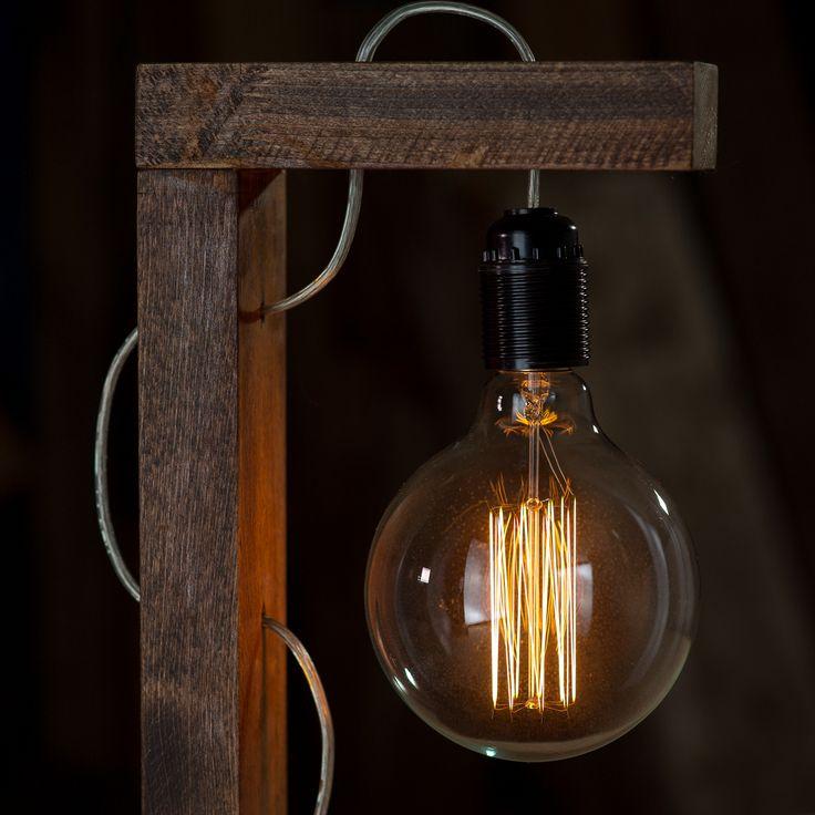 Лампа настольная ВИСЕЛЛИЦАна деревянном кронштейне-подставке.  В…