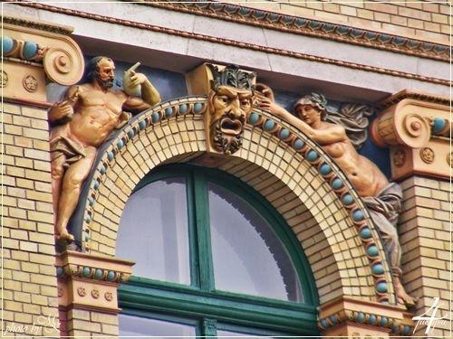 Zsolnay kerámia alakok -- Zsolnay ceramic figures -- ELTE Budapest