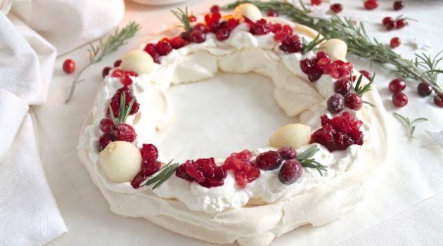 Pavlova couronne de Noël vegan aux cranberries, grenade et poire - Battle Food #47