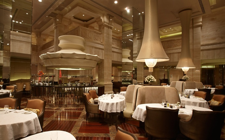 This luxury #ITCGrandChola restaurant boasts of uniqueness in its diverse table settings with thematic zones like Love Seats, The Crown, The High Table and The Private Zone.