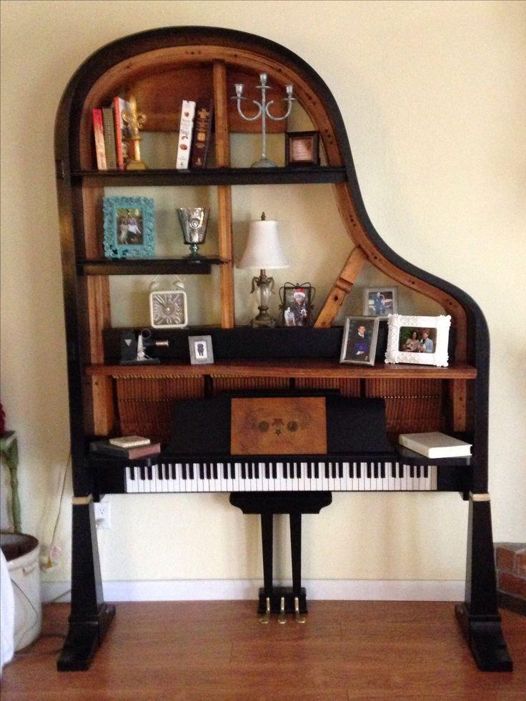 Armario salón con forma imitando a un piano de cola