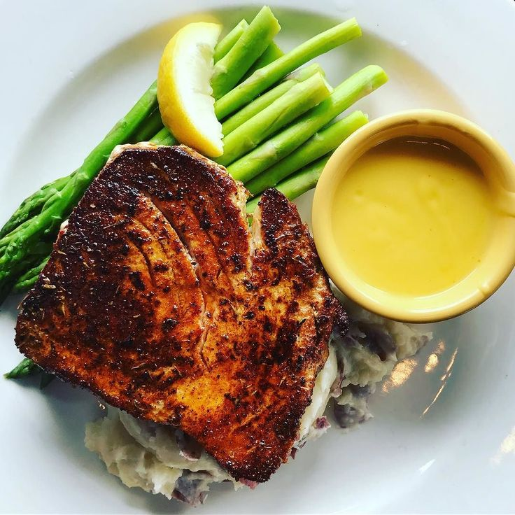 Tuna Asparagus Red Skin Mashed Potato and Lemon Hollandaise Sauce #naples #naplesfood #riverwalknaples #florida #floridafood #fish #tuna #asparagus #food #eat #eats #foods #foodstagram http://ift.tt/1O6BC5n