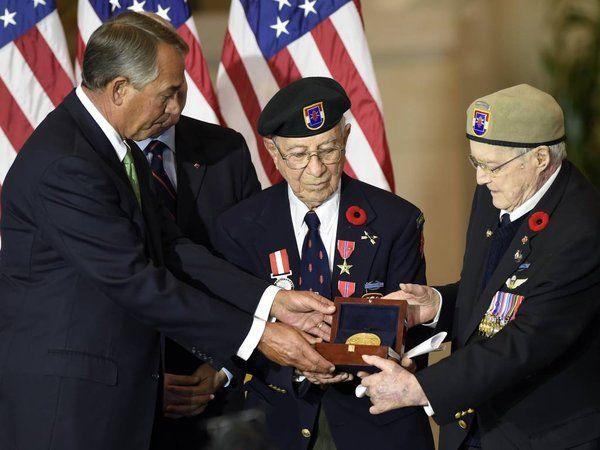 WWII Commando Unit Devil's Brigade Awarded Congressional Gold Medal - http://www.warhistoryonline.com/war-articles/wwii-commando-unit-devils-brigade-awarded-congressional-gold-medal.html