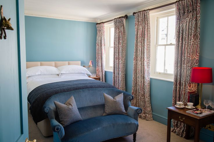 We're delighted to unveil the new Room 32, with bold new colours, walk in wardrobe and rolling chimney top views of London's #NottingHill. #portobellohotel #travel #explore #luxurytravel #boutiquehotel