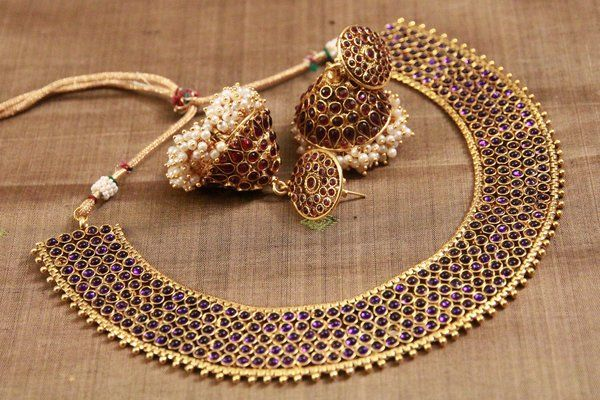 Indian bridal jewellery. Statement necklace and jhumki. Indian bridal fashion.