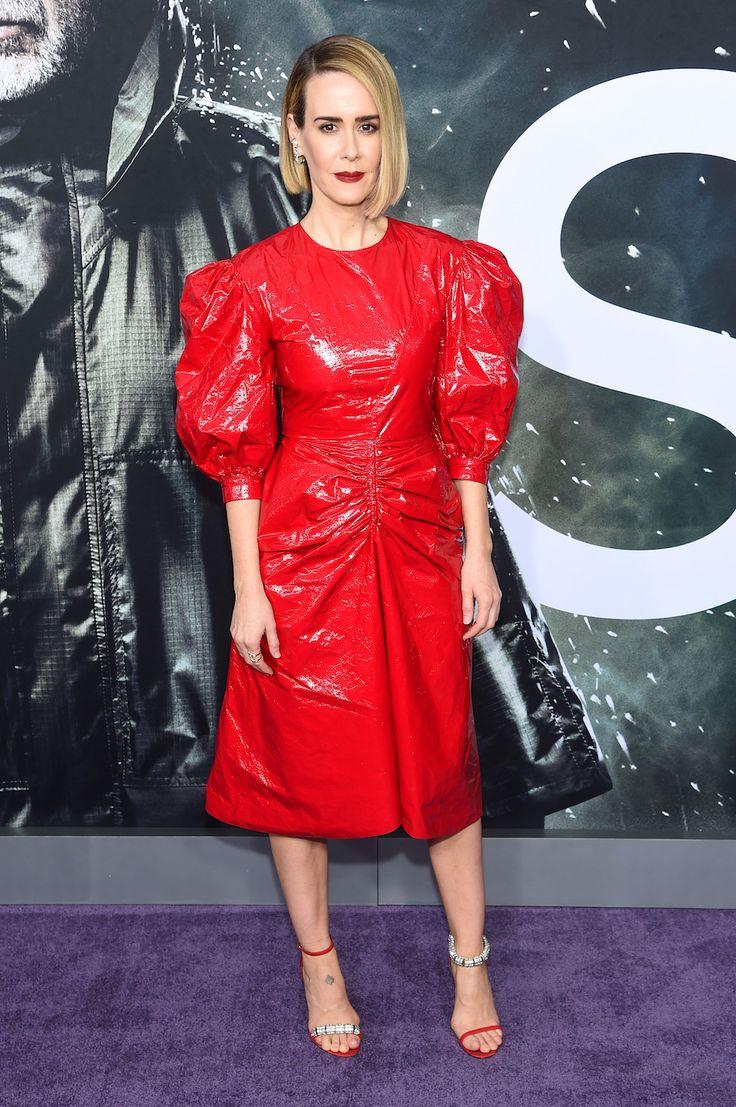 NYCグラス・プレミアに登場したサラ・ポールソンの真っ赤なCALVIN KLEIN 205W39NYCドレスルック   RETOY'S web Magazine