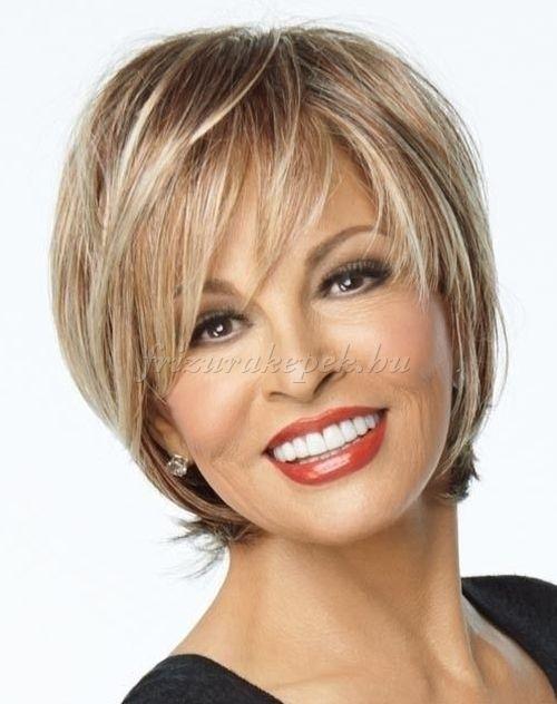 rövid frizurák 50 feletti nőknek - lépcsőzetesen nyírt rövid frizura