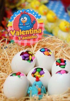 Conheça nossa seleção com 50 ideias para decoração de festa de aniversário infantil com o tema da galinha pintadinha.