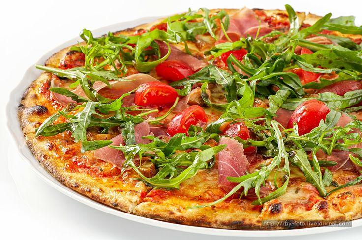 Пицца и камбала с осьминогом и картошкой.