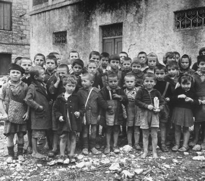 Greek children under the Nazi occupation.