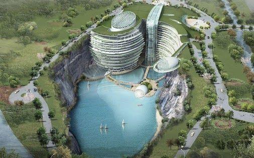 Intercontinental Shimao Shanghai WondeДизайнерите на хотел Сунцзян в Шанхай са уверени, че главното е хармонията с природата. Техният хотел е част от водопад. В него има многобройни басейни, подводни аквариуми и висящи градини.