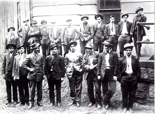 Five Points Gang - from this gang came some of the most notable gangsters of the depression period including Al Capone, Lucky Luciano, Johnny Torio, Frankie Yale and Jimmy.