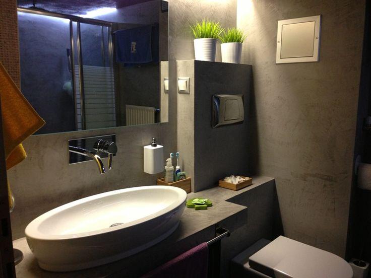 Πατητή τσιμεντοκονία σε μπάνιο. Εφαρμογή από την ομάδα PsP Colors.Δείτε το προφίλ τους στο spitiexperts.gr