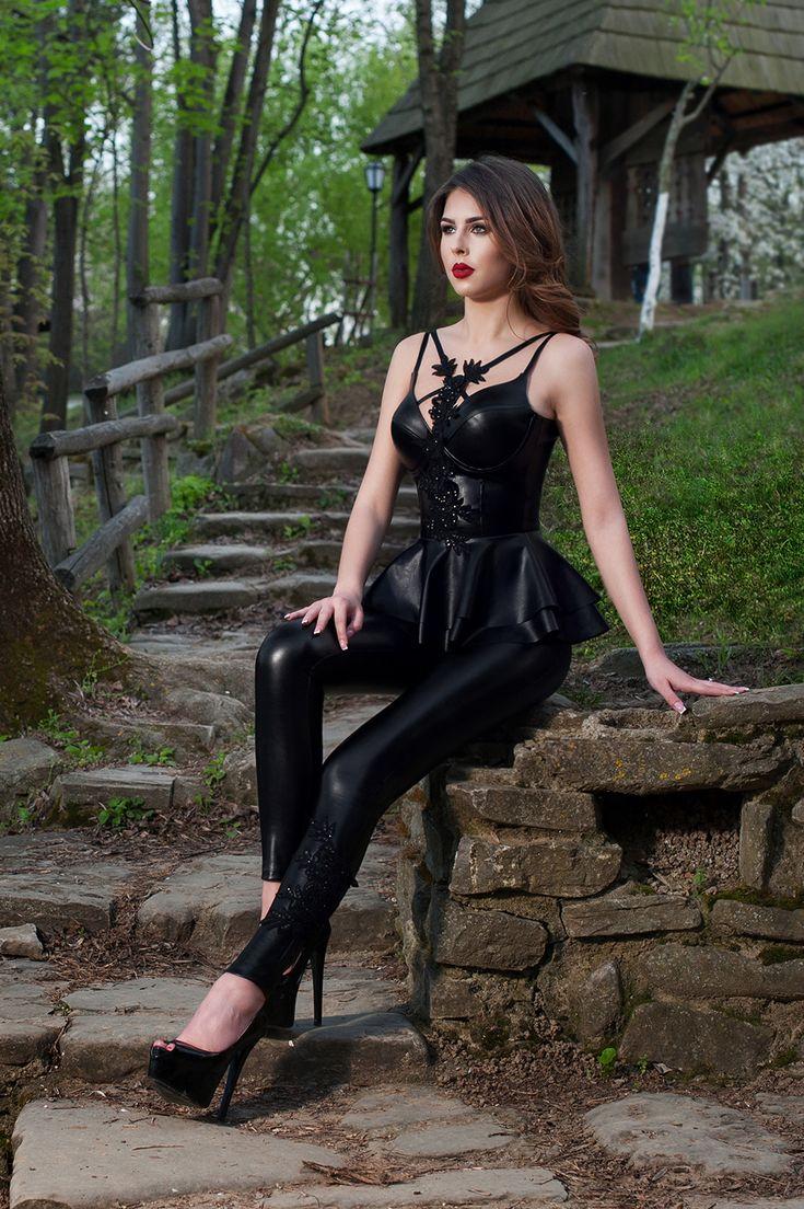 Pantaloni sexy inlocuitor, insertie dantela. Produsul nu este pe stoc, se confectioneaza pe comanda dupa dimensiunile clientului
