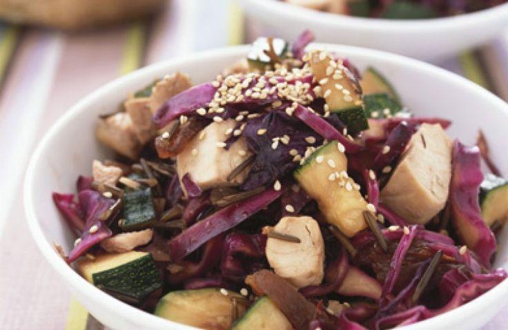 http://www.cookloveshare.nl/recepten/rodekoolsalade-met-kip-en-courgette-43544