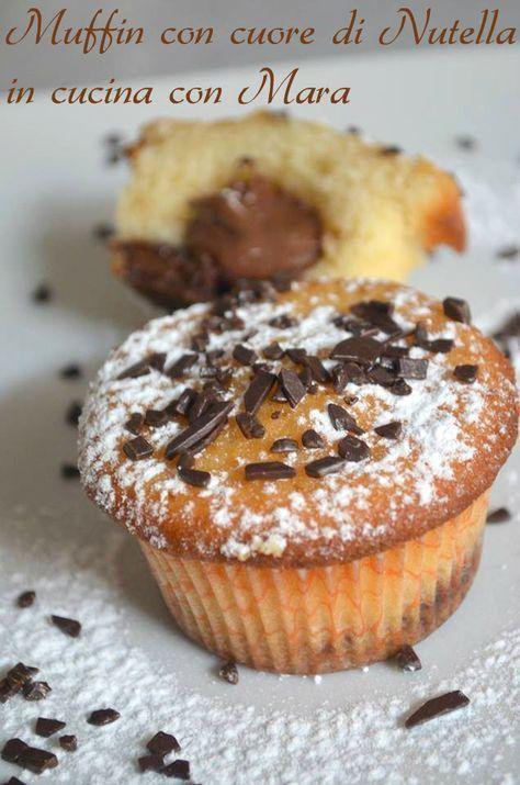 I muffin con cuore di Nutella sono dei dolcetti che racchiudono un goloso cuore di Nutella ideali per la colazione o per la merenda.