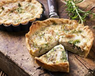 Tartelettes au thon et au romarin : http://www.fourchette-et-bikini.fr/recettes/recettes-minceur/tartelettes-au-thon-et-au-romarin.html-0