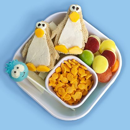 Club Penguin Bento | Boys and girls alike love these fuzzy penguin buddies. From games to kid-safe chatting and competitions, Club Penguin is a fun world that all kids can enjoy.