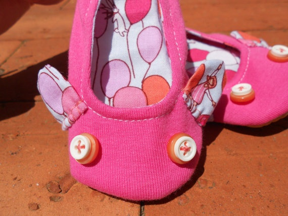 Zlippers  Toddler Pink and ballon slippers size 23 by Zezling, €16.00