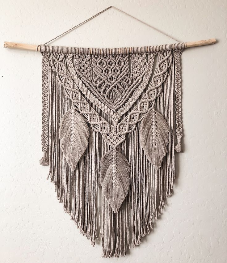 Makramee Wandbehang mit Federn