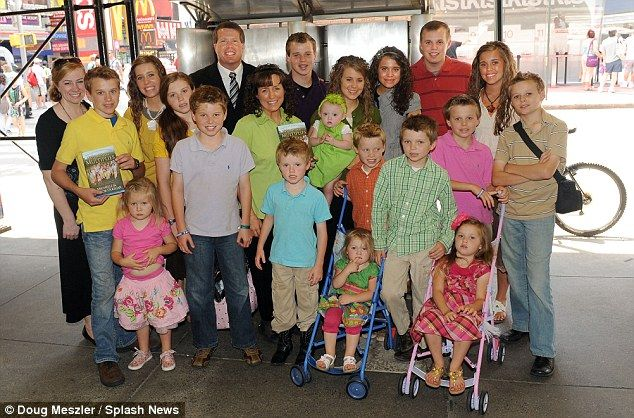 The Duggar Family, mom dad and 19 kids