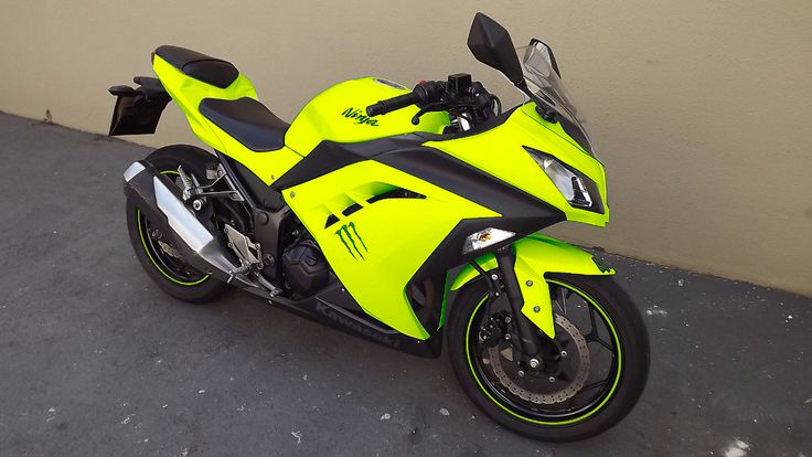 KAWASAKI NINJA 300 YELLOW FLUOR                                                                                                                                                                                 More