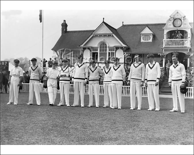 CRICKET - 1934 AUSTRALIA ASHES TOUR OF ENGLAND - WORCESTERSHIRE VS. Australians The Australian team line-up before the game at County Ground, New Road, Worcester. Donald Bradman is centre. Image from colorsport